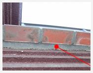 シーリング材の変退色と剥離
